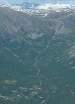 Fåberg og den turrlagde Bymannsfossen på austsida sett frå Hauganosi (foto: Aksjonsnemnda)